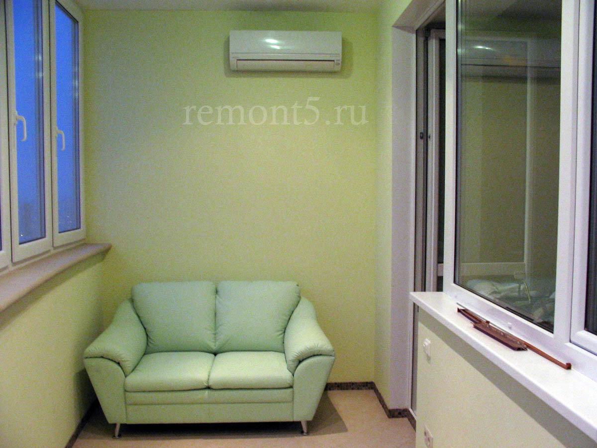 Шкаф для балкона с диванчиком..